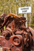 "Big engine block and sign ""Garbage Dump"" — Stock Photo"
