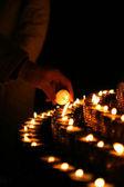 Svíčky světlo v kostele — Stock fotografie