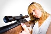 Donna con una pistola — Foto Stock