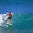Young man surfing at Point Panic, Hawaii — Stock Photo