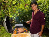 Pacific island man barbecuing — Stock fotografie