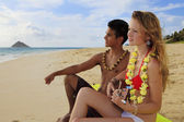 Couple at the beach in hawaii — Foto de Stock
