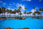 Piscina sulla spiaggia di waikiki, hawaii — Foto Stock