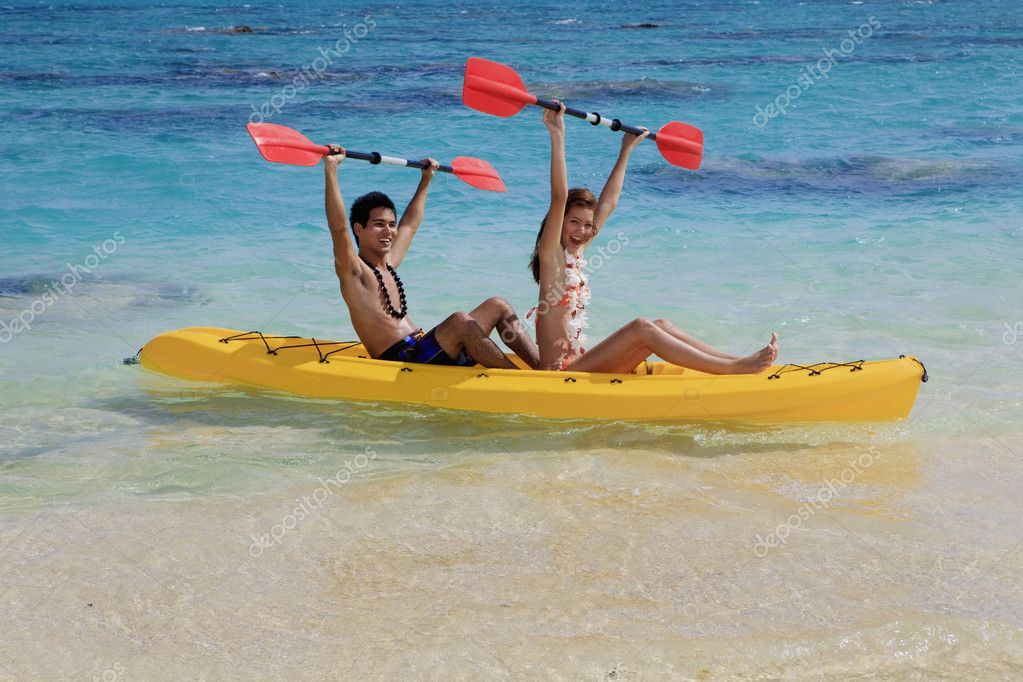 Young couple kayaking in hawaii — Stock Photo #2855924