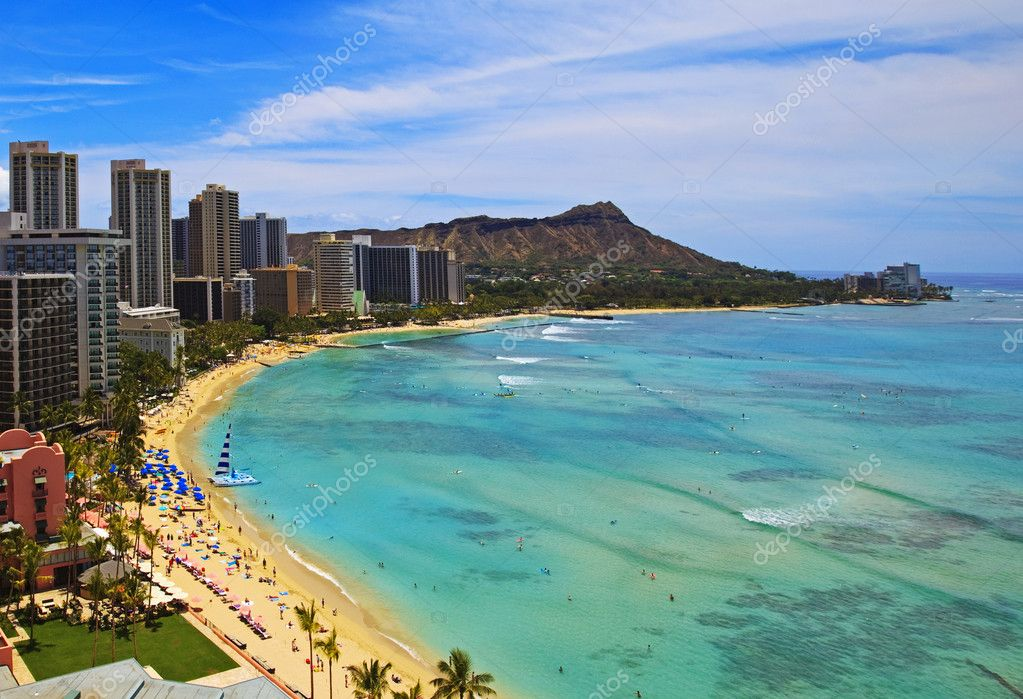 Waikiki Beach and Diamond Head Crater on the Hawaiian island of Oahu — Stock Photo #2856916