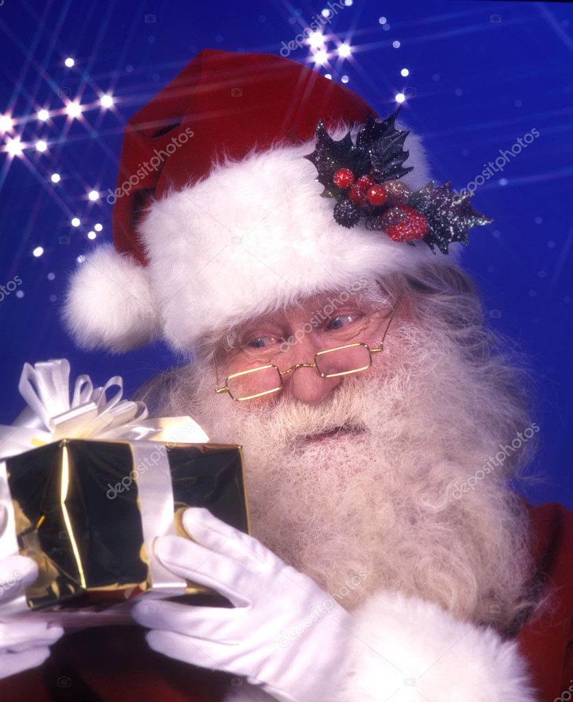 Santa claus holding a present — Stock Photo #2873092