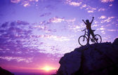 Silhouette of woman on a mountaintop — Stockfoto