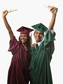 Multi raciale paar in cap en jurk — Stockfoto