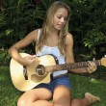 Beautiful teenage girl playing guitar — Stock Photo