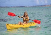 Pretty teenage girl with her kayak — Stock Photo