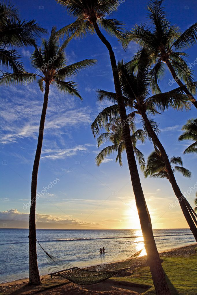 Pacific sunset at kaanapali beach on maui in hawaii — Stock Photo #3791478