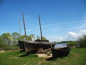 Ancient fishermens boats on the coast — Stock Photo