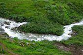Rio de montanha com cascata na noruega — Foto Stock