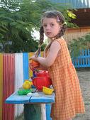 The girl plays to a garden — Stock Photo