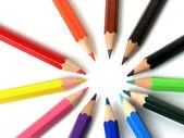 Kolorowe kredki w wierszu — Zdjęcie stockowe