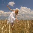 Girl in field — Stock Photo #2931919