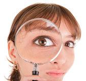 女人和放大镜 — 图库照片