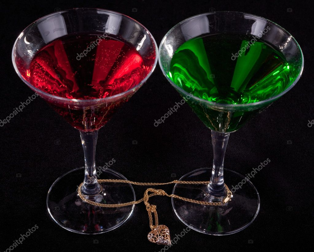 two glasses of cocktails and jewelry on a black background — Stock Photo #2878690
