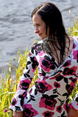 Woman sit by autumn pond — Stock Photo