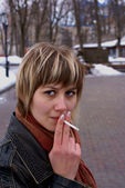 Smoking girl — Photo