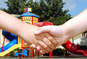 Children shaking hands — Stock Photo