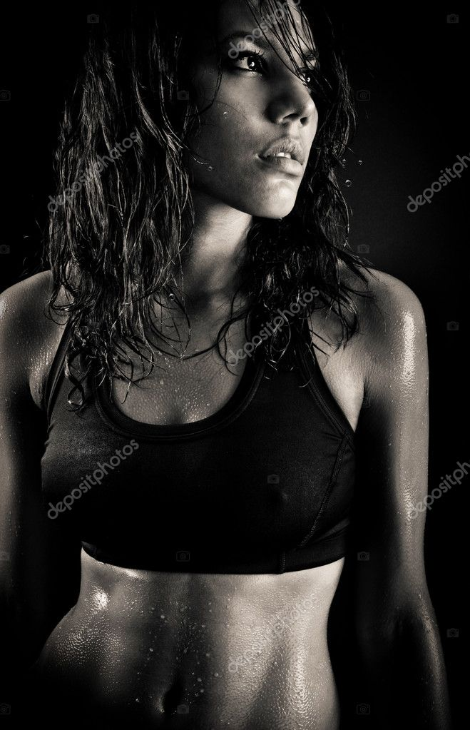 Portrait of sexy fitness wet woman on isolated black background — Stock Photo #2979999