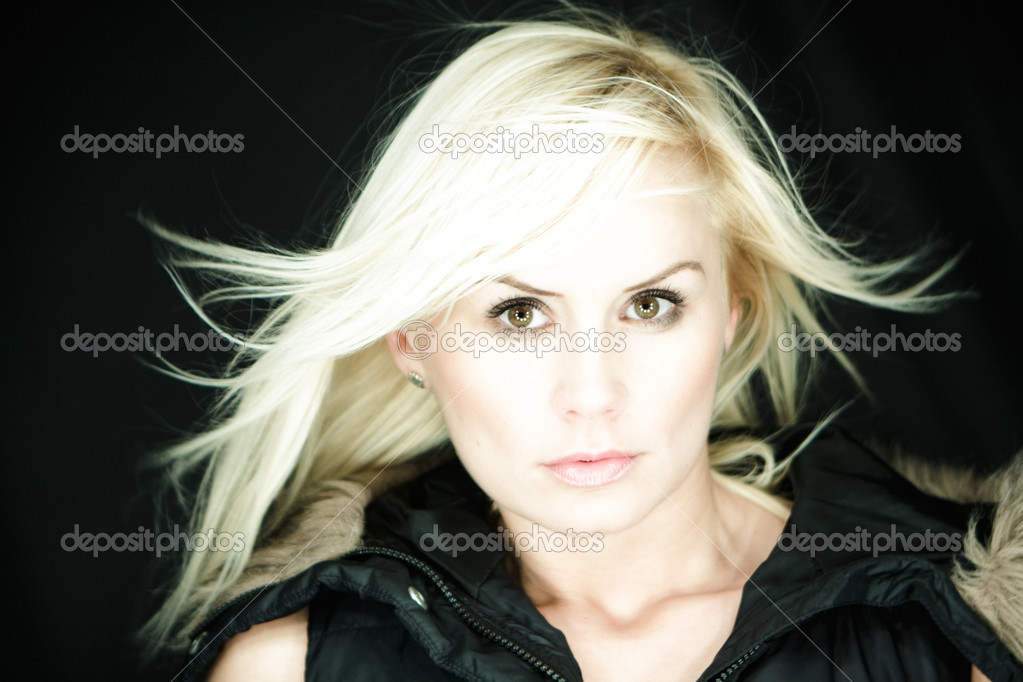 Beautyfull blonde wearing hoody — Stock Photo #3224532