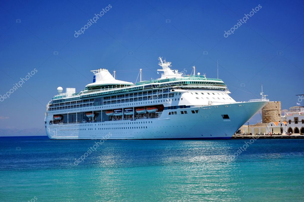 Cruise ship in the Mediterranean Sea.  Foto de Stock   #2845877
