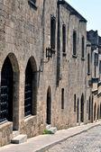 Fortaleza medieval, calle de rodas. — Foto de Stock
