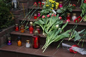 Funeral flowers and candles — Stock Photo
