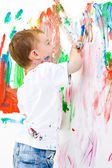 Niño pintura en pared — Foto de Stock