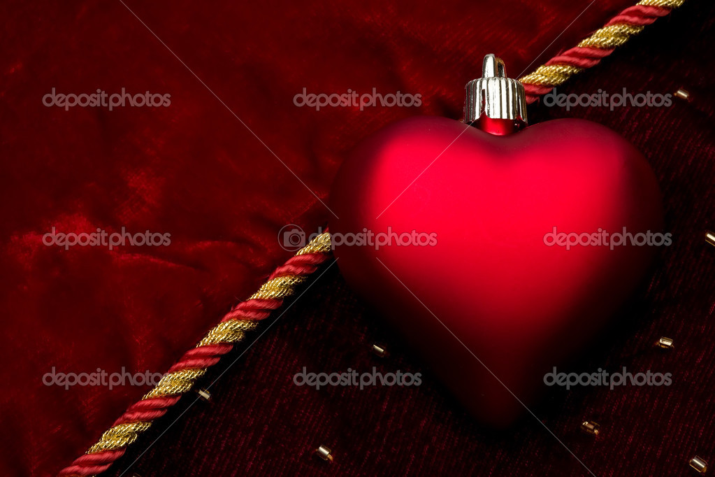 Red heart of dark velvet — Stock Photo #2971956