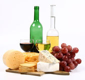 Various types of cheese, wine, grapes — Stockfoto
