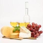 Různé druhy sýrů a vín — Stock fotografie