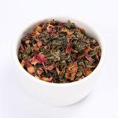 乾燥された緑の茶葉でいっぱいのボウル — ストック写真