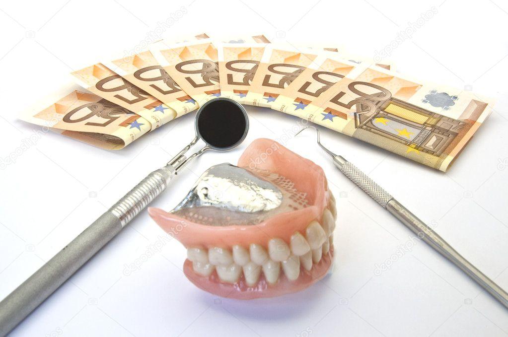 Можно вставлять зубы в кредит