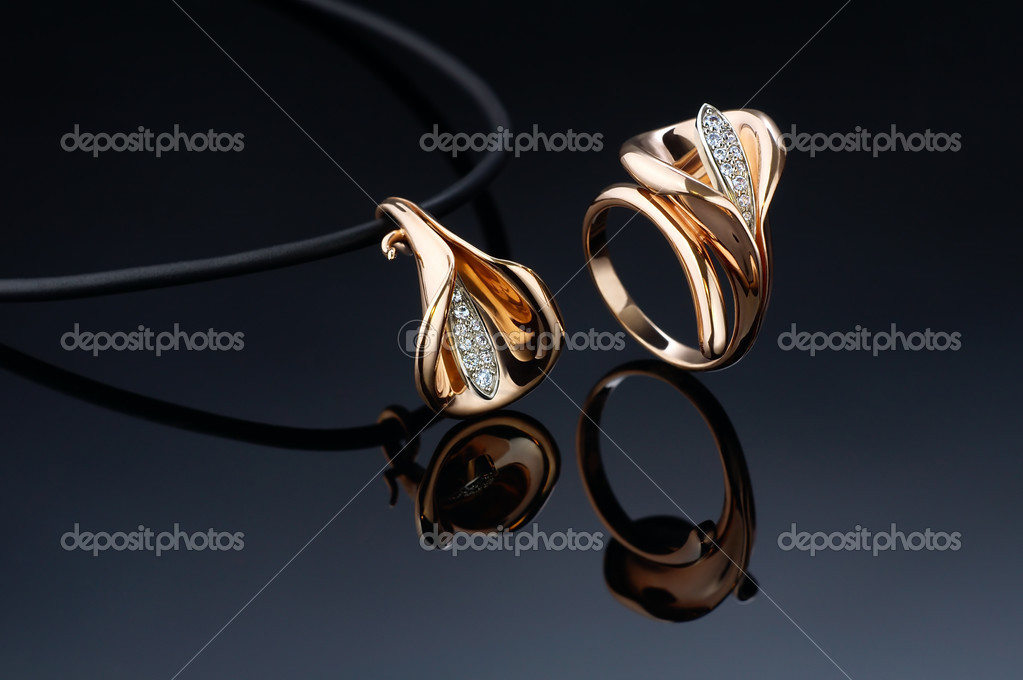 Beautiful ring and pendant on black — Stock Photo #3131987