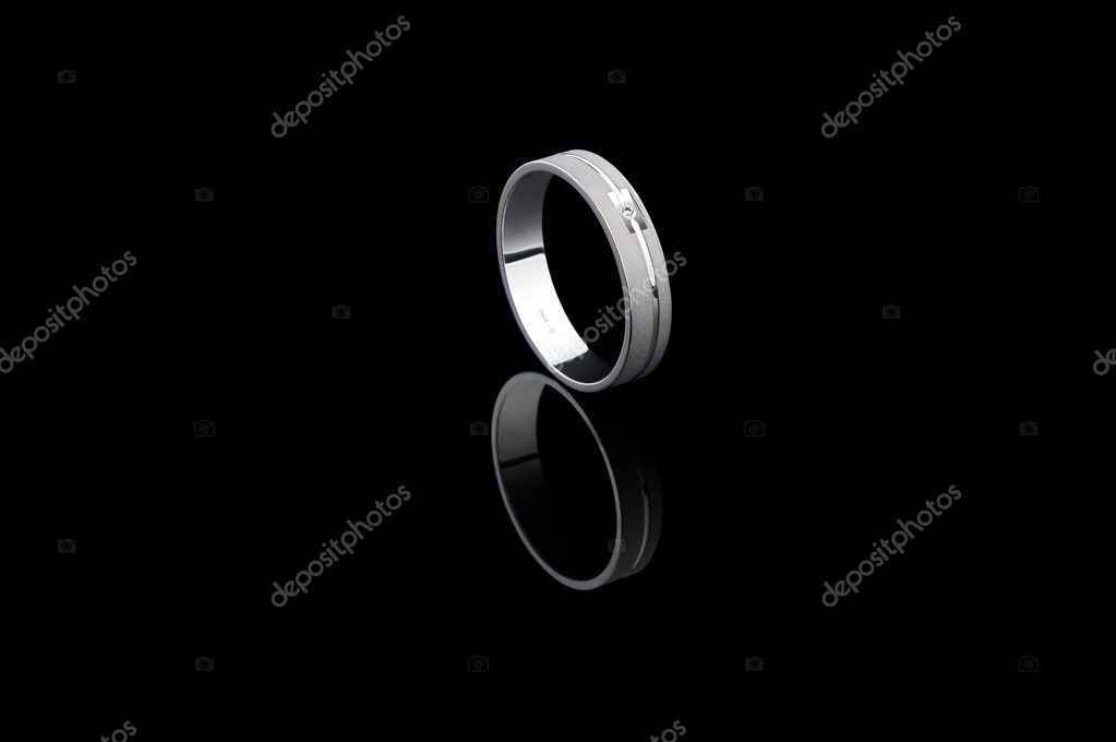 Beautiful diamond ring on black — Stock Photo #3234719