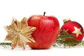 étoiles boule de noël rouge pomme paille et une branche — Photo
