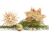 2 つのストロー星と支店でクリスマス ボール — ストック写真