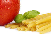 Raw macaroni with tomato and basil closeup — ストック写真