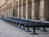 Cannons on courtyard in les invalides — Stock Photo