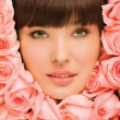 Girl in Roses - Stockfoto