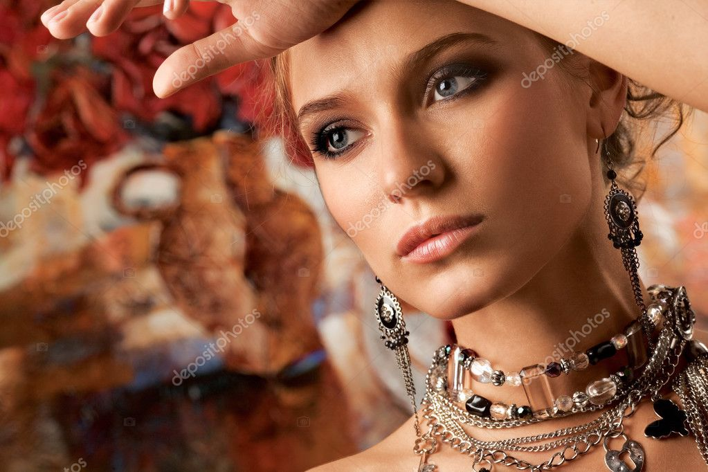 A portrait of a young glamorous woman wearing stylish necklace and pierced earrings.  Zdjcie stockowe #3042140