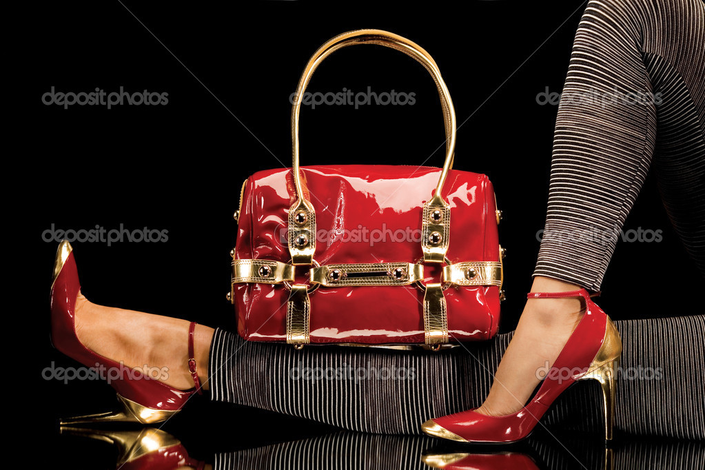A close-up of a chic red handbag along with sexy female legs wearing elegant red shoes. — Stock Photo #3042914