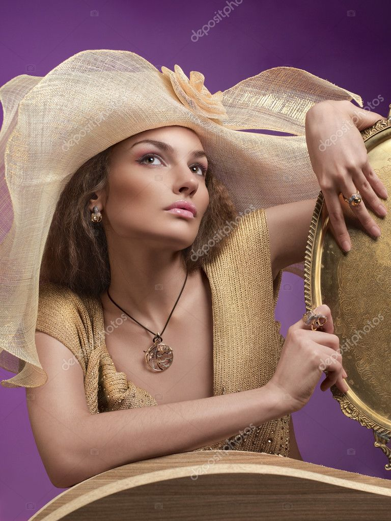 A female model wearing a big floppy hat — Stock Photo #3043135