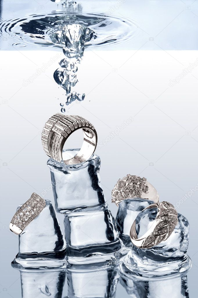 A view of jewelery being dropped on ice cubes underwater — Stock Photo #3043339