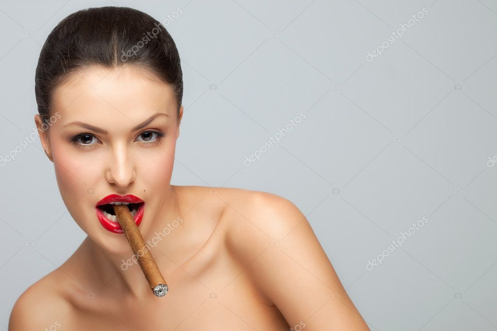 A sexy nude lady holding cigar in her mouth. — Stock Photo #3849601