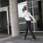 Geschäftsfrau in Eile — Stockfoto