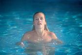 Ragazza di nuoto — Foto Stock